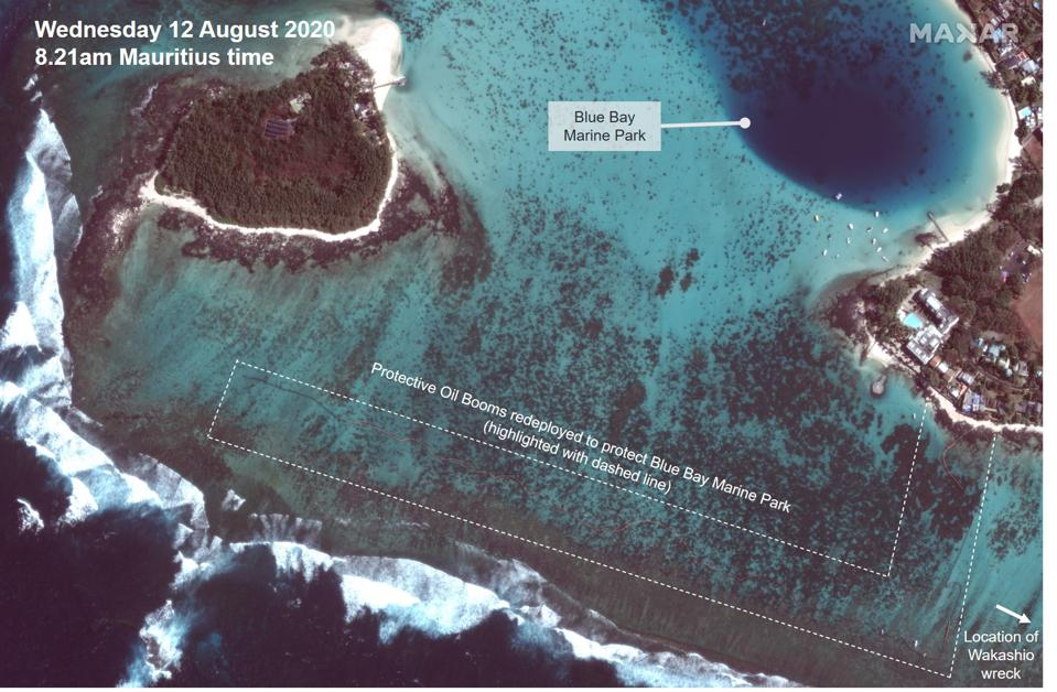 12 August: re-deployment of oil protection booms to fully protect the lagoon of Blue Bay Marine Park based on SAR analysis
