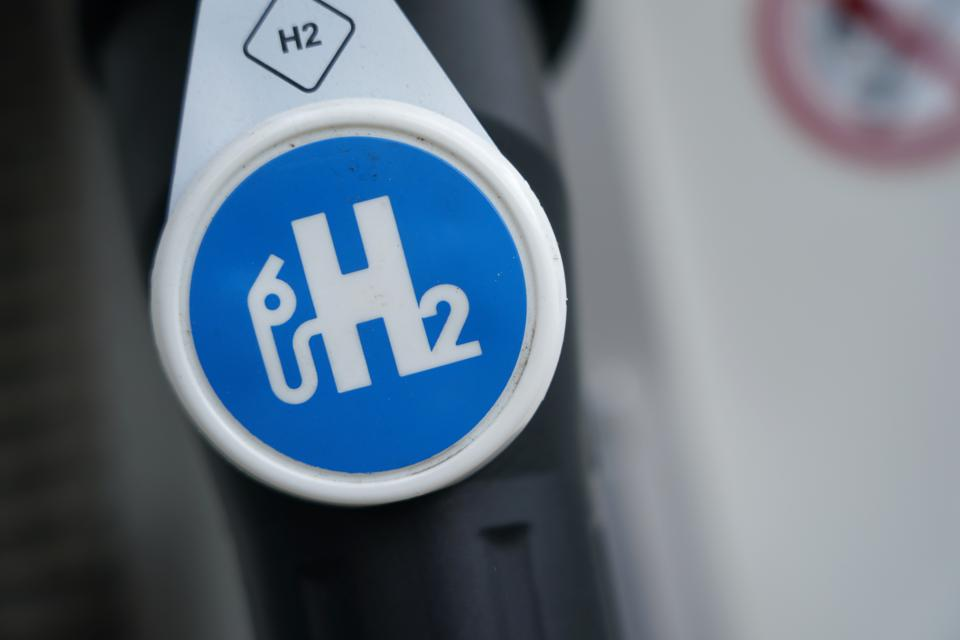 A hydrogen pump, labelled H2, at a gas station in Germany.