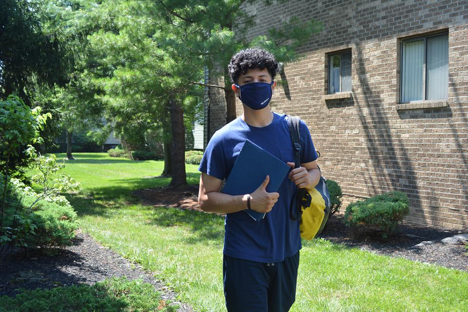 Student wear their face mask between classes.