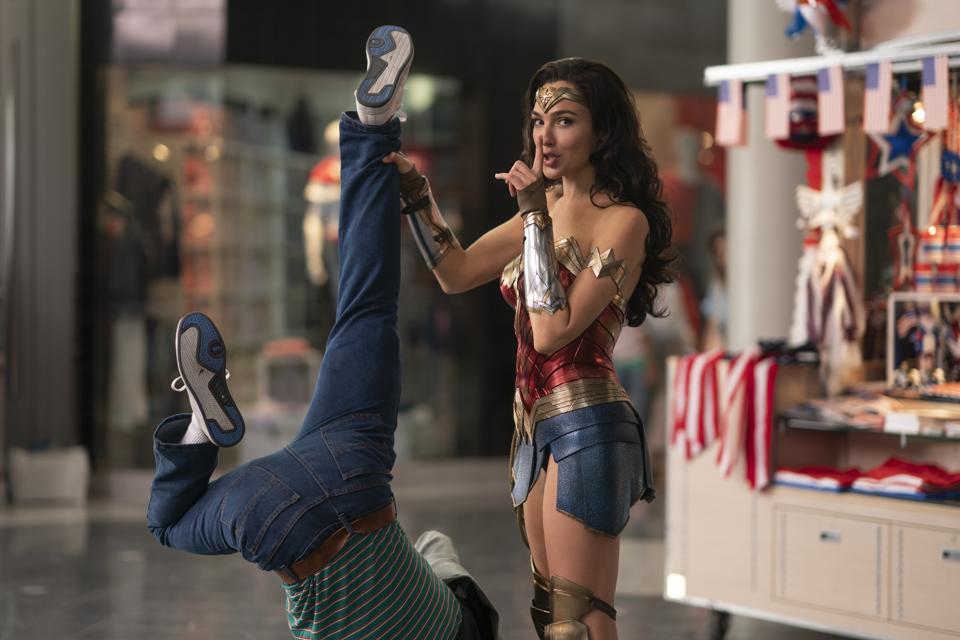 Gal Gadot saves a mall in Warner's ″Wonder Woman 1984.″