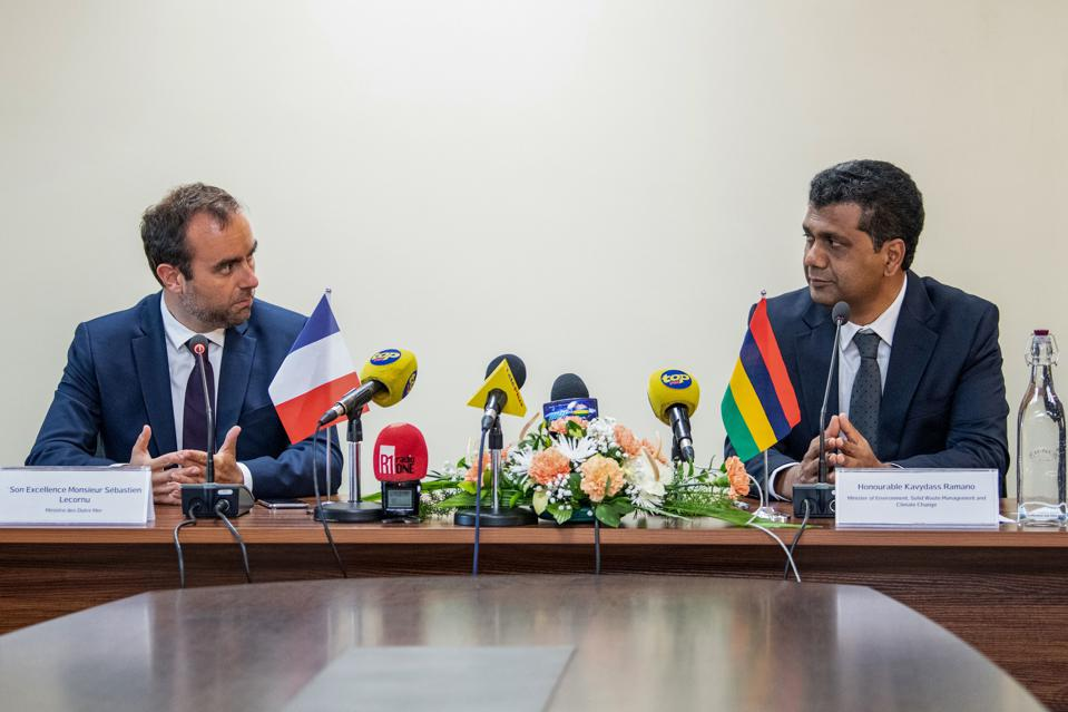 MAURITIUS-FRANCE-ENVIRONMENT-DISASTER-OIL