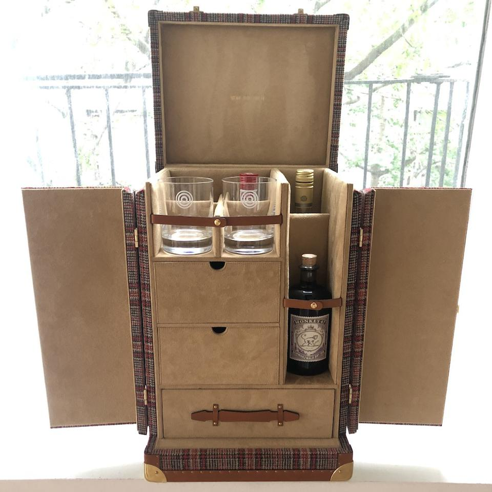 The Negroni Trunk can be ordered without the red interior