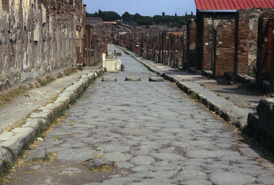 Via dell'Abbondanza, lower decumanus of Pompeii...