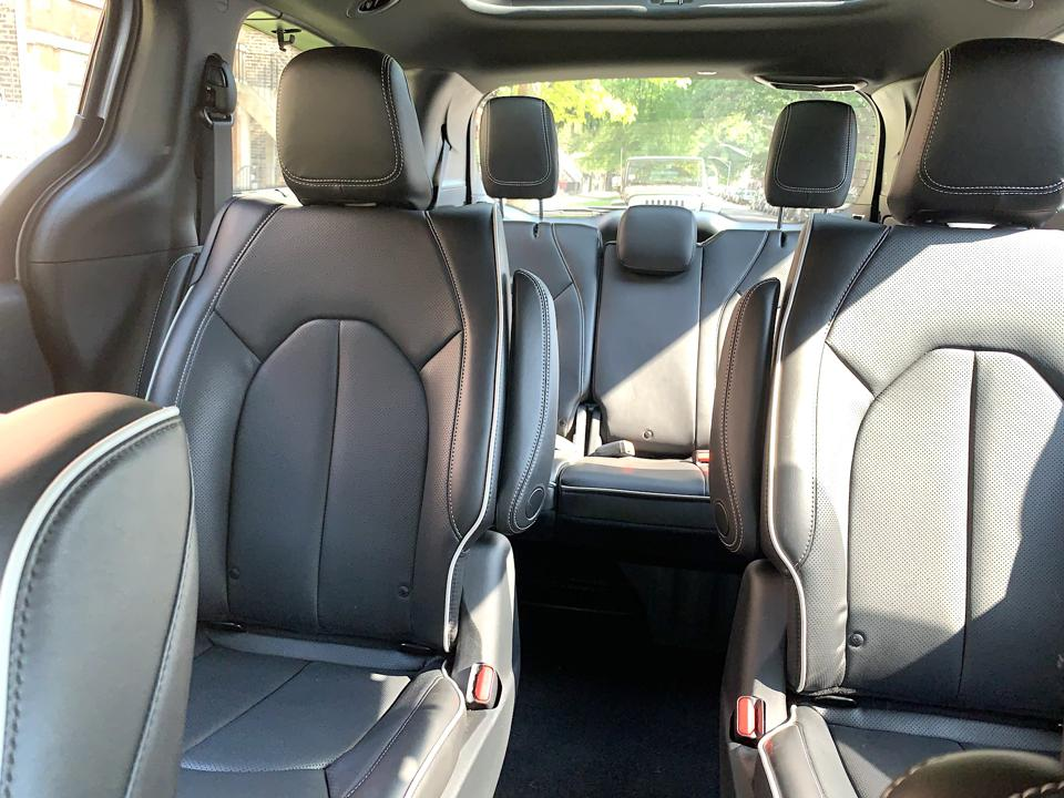 2020 Chrysler Pacifica Hybrid Limited interior