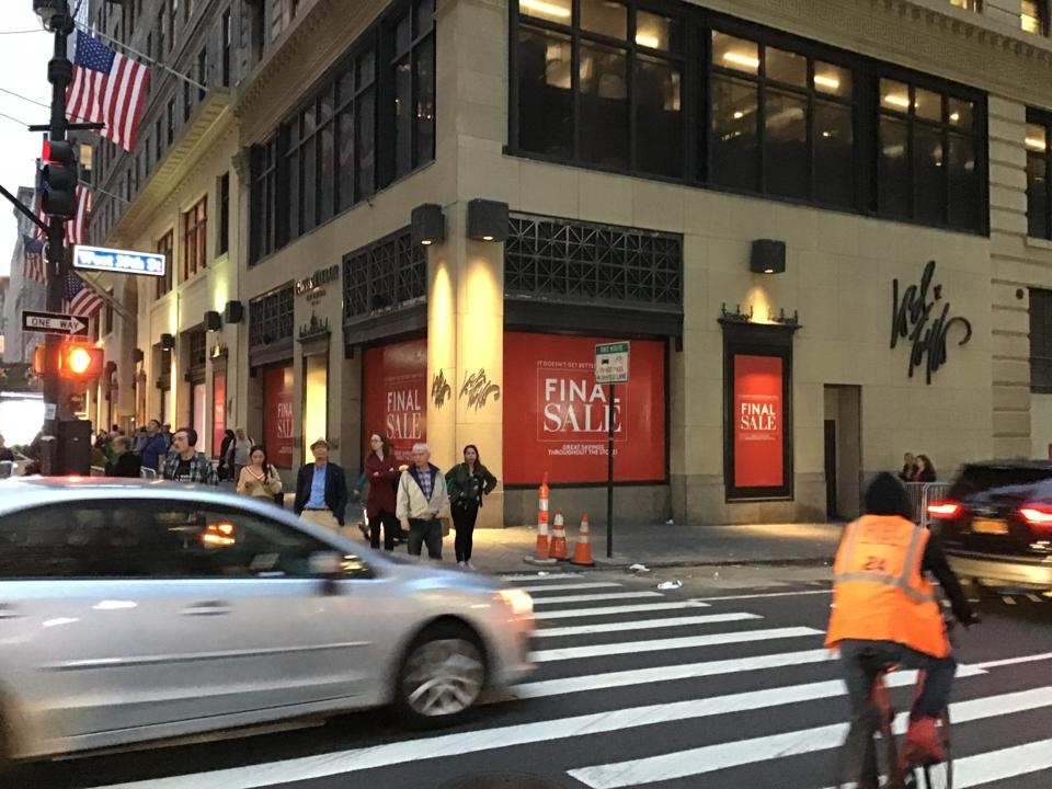 Lord & Taylor Fifth Avenue closing