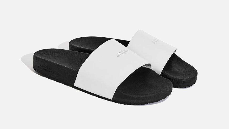 Designed with a polished 100% leather strap and chunky rubber footbed, our Banya Leather Slides offer a refined alternative to an athletic-inspired silhouette.