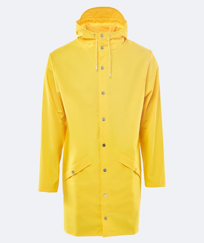 Rains' Long Jacket is a longer version of the urban Jacket and both are essential Rains classics. Made from a water-resistant lightweight fabric with a matte finish, this unisex rain jacket has an elegant appearance. Designed in a casual raincoat silhouette, it has double welded slanting pocket flaps, adjustable cuffs and a fishtail.