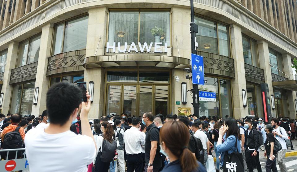 CHINA SHANGHAI NEW HUAWEI FLAGSHIP STORE