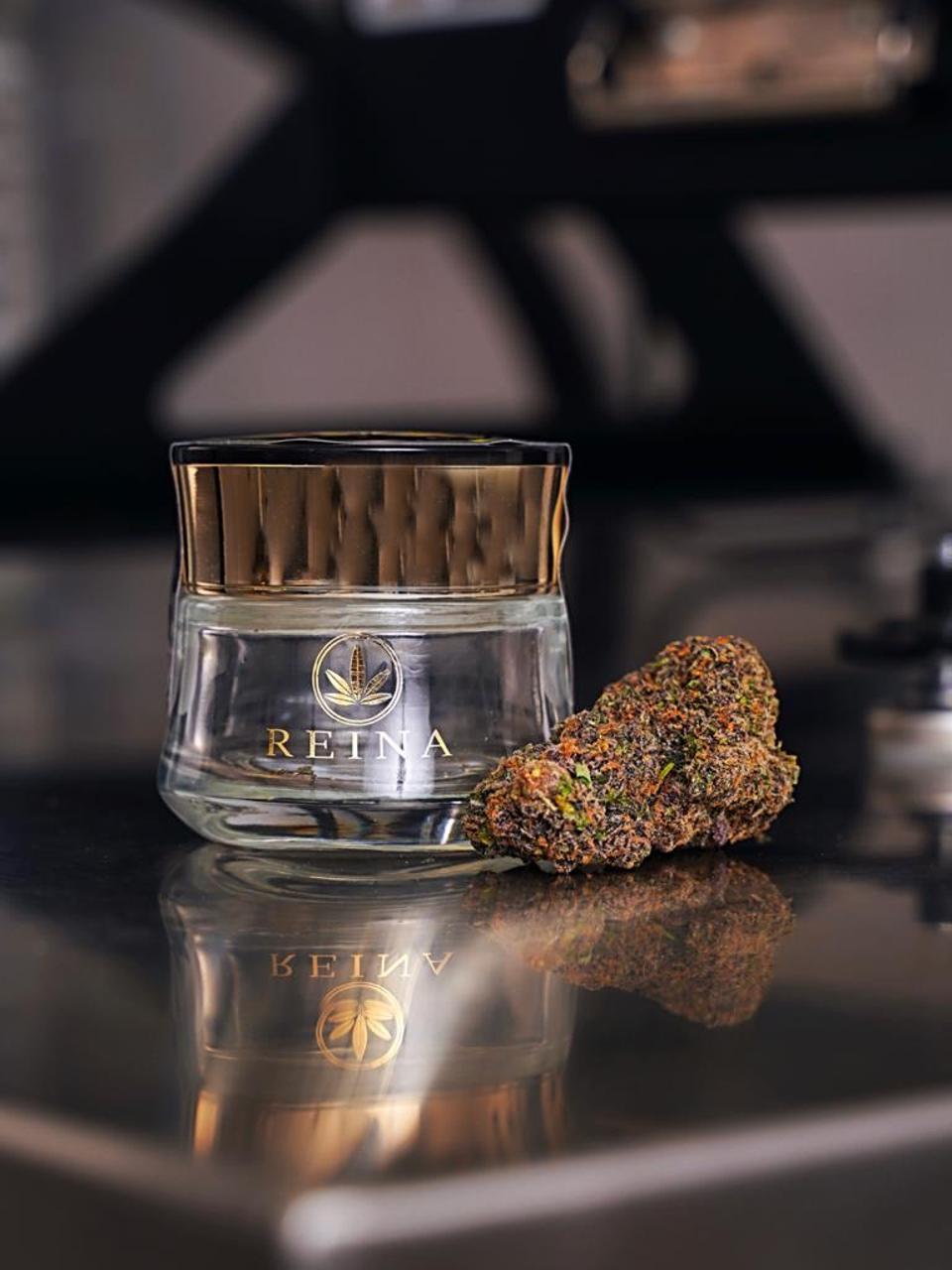Reina ultra-luxe cannabis
