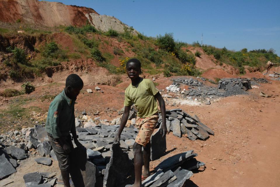 Children sneaking into Ruashi mining site to collect mining waste in Lubumbashi, Haut-Katanga