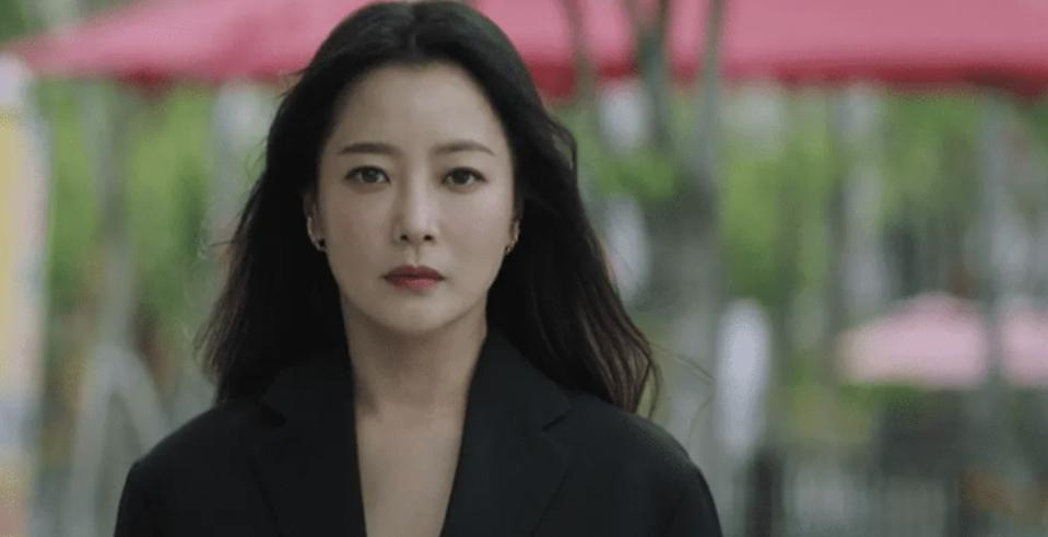 Joo Won And Kim Hee-Sun In 'Alice' Are Off To An Electrifying Start