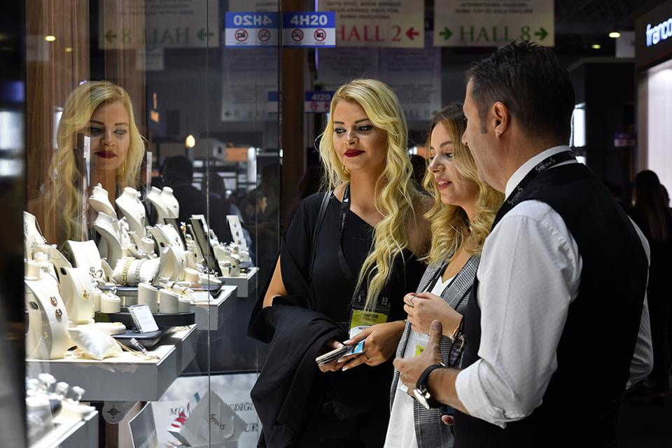 Buyers admiring a display at the 2019 October Istanbul Jewelry Show