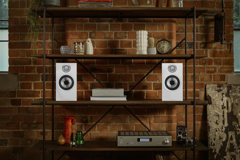 Bowers & Wilkins 607 standmout or/bookshelf speakers