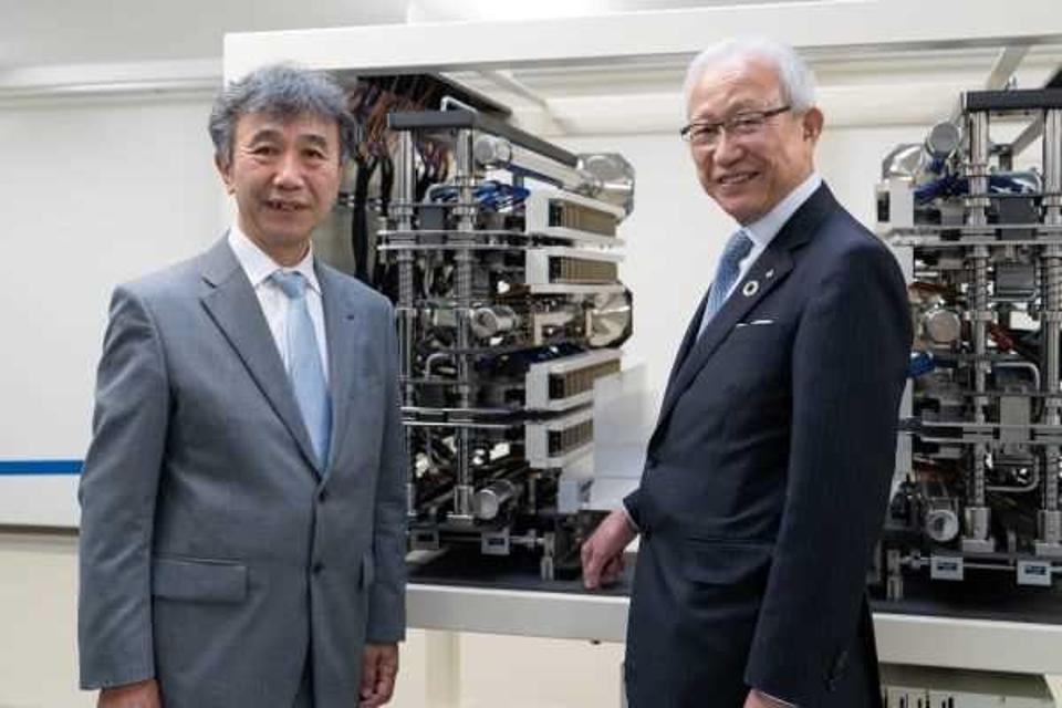 President Kataoka Koji (right) and Director Suita Masashi