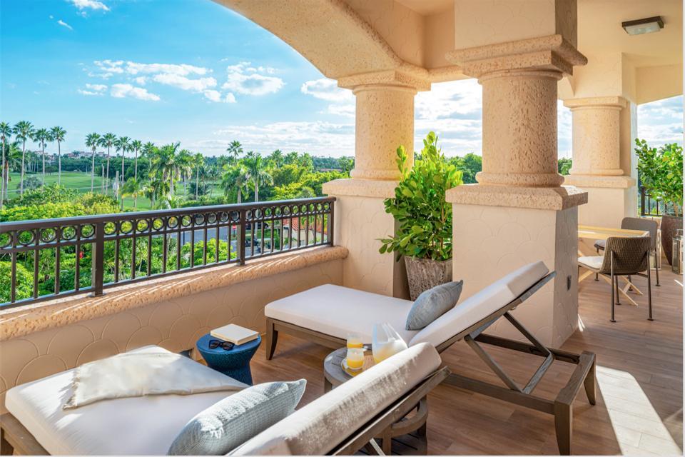 Poltrona Frau, Palazzo Della Luna, Miami, Fisher Island, leather, Italian-made, interior design
