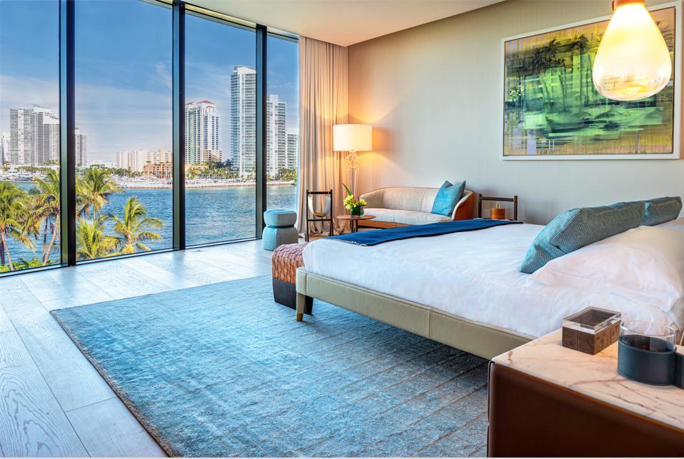Poltrona Frau, Palazzo Della Luna, Miami, Fisher Island, leather, Italian, interior design, master bedroom