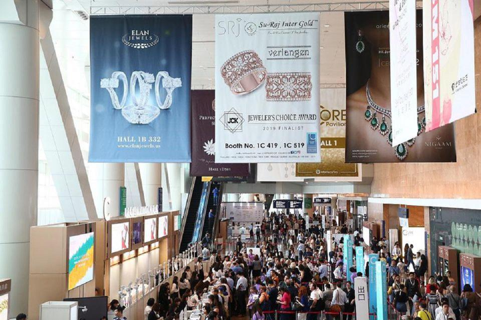 The registration area during the opening day of the 2019 Jewellery & Gem World Hong Kong