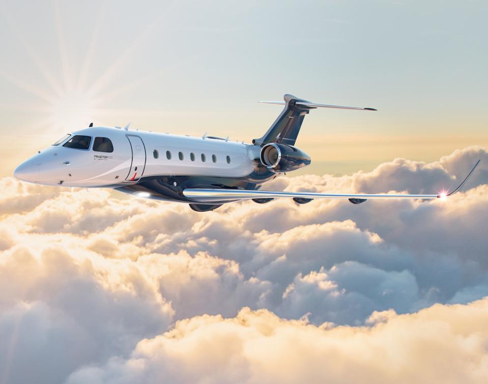 Embraer Praetor 600 private jet in flight.