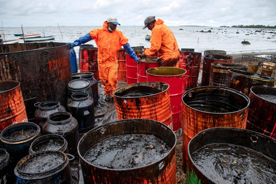 15 Aug: Workers collecting leaked oil next to Mahebourg with Ile Aux Aigrettes visible in background.  Could the oil have contained plastics as part of an experimental fuel?