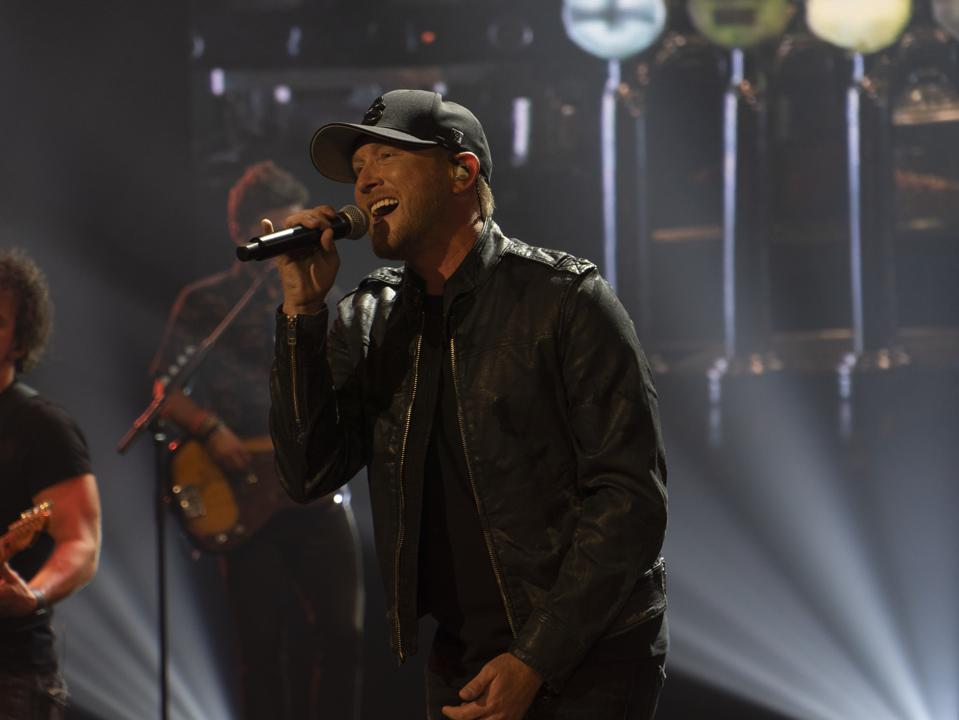 Fireplay demos its new Virtual Crowd technology at PRG Nashville with Cole Swindell.