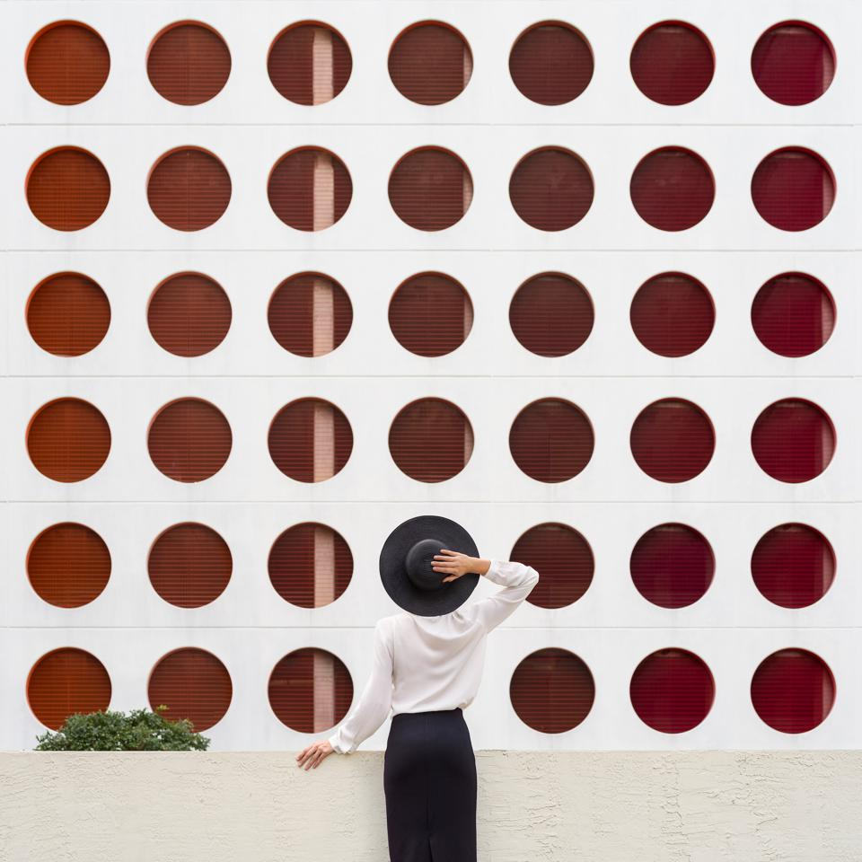 Architectural photography connect four by Anna Devis and Daniel Rueda.