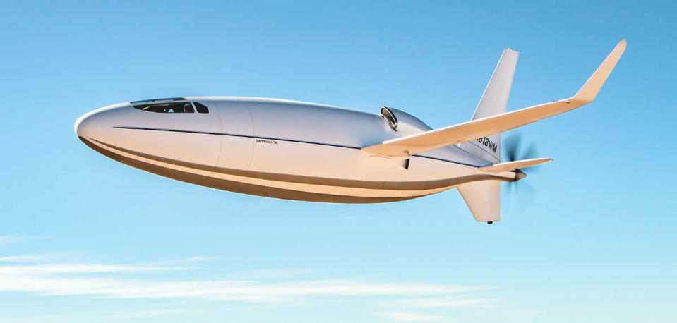 The Celera 500L shows off its fuselage lines.