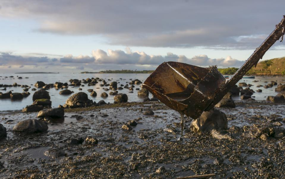 September 2020: almost one month since the oil spill began on the Wakashio, the formerly sandy beaches of Mauritius are still drenched in heavy oil, impacting much of beach life