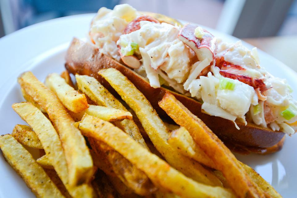 Hank's Oyster Bar lobster roll seafood Jamie Leeds Restaurant Group Alexandria Old Town