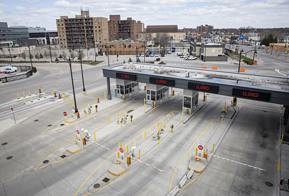 The customs lanes at the Detroit-Windsor Tunnel remain closed