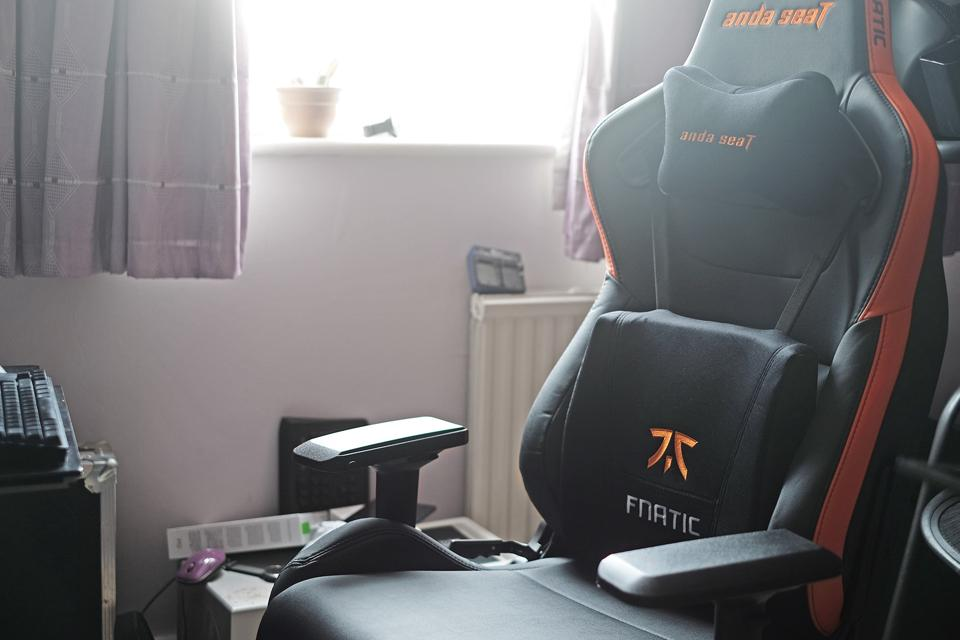 A photo of the Anda Seat Fnatic edition chair.