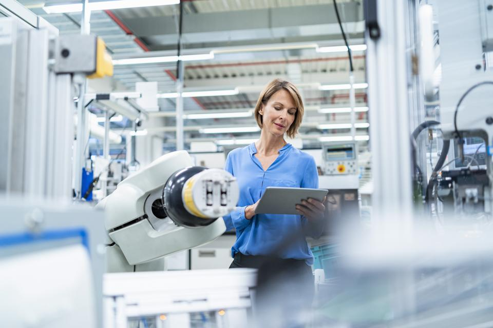 Industry 4.0 helps manufacturers during the COVID-19 crisis.