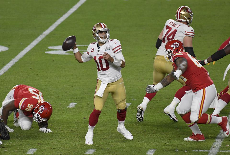 49ers quarterback Jimmy Garoppolo throws a pass in Super Bowl LIV