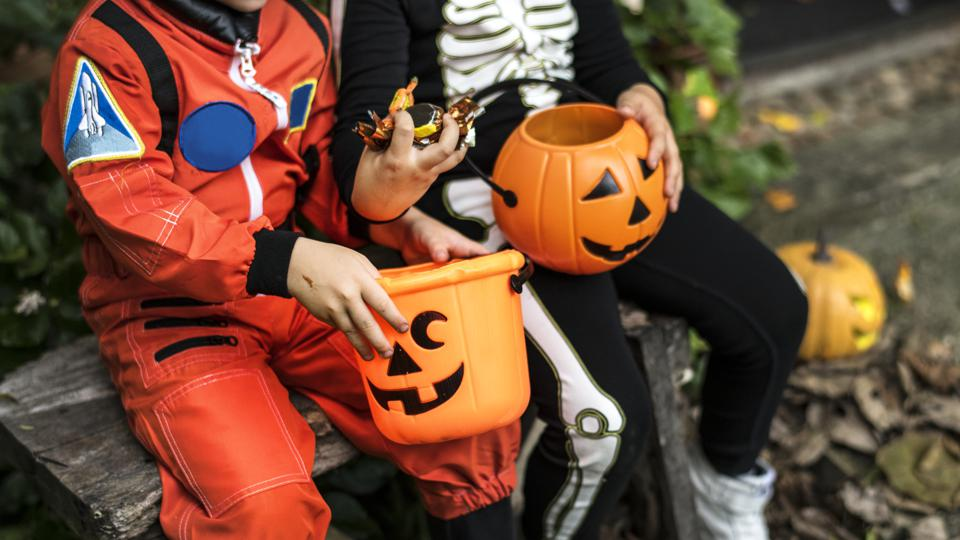 Halloween Bikes Los Angeles 2020 Los Angeles Reverses Trick Or Treating Ban, Still Says It's 'Not