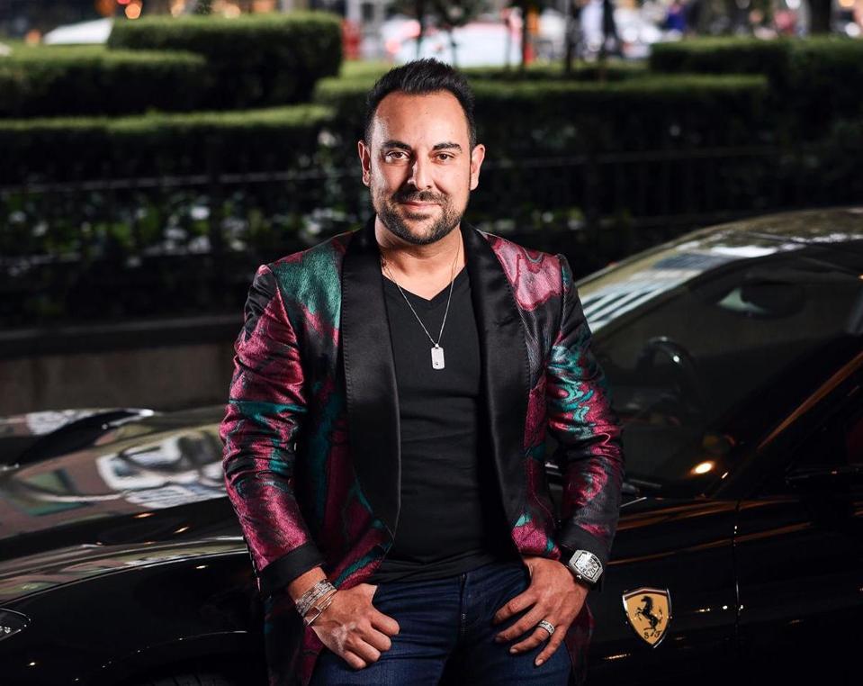Portrait of entrepreneur Sam Bashiry in front of a Porsche