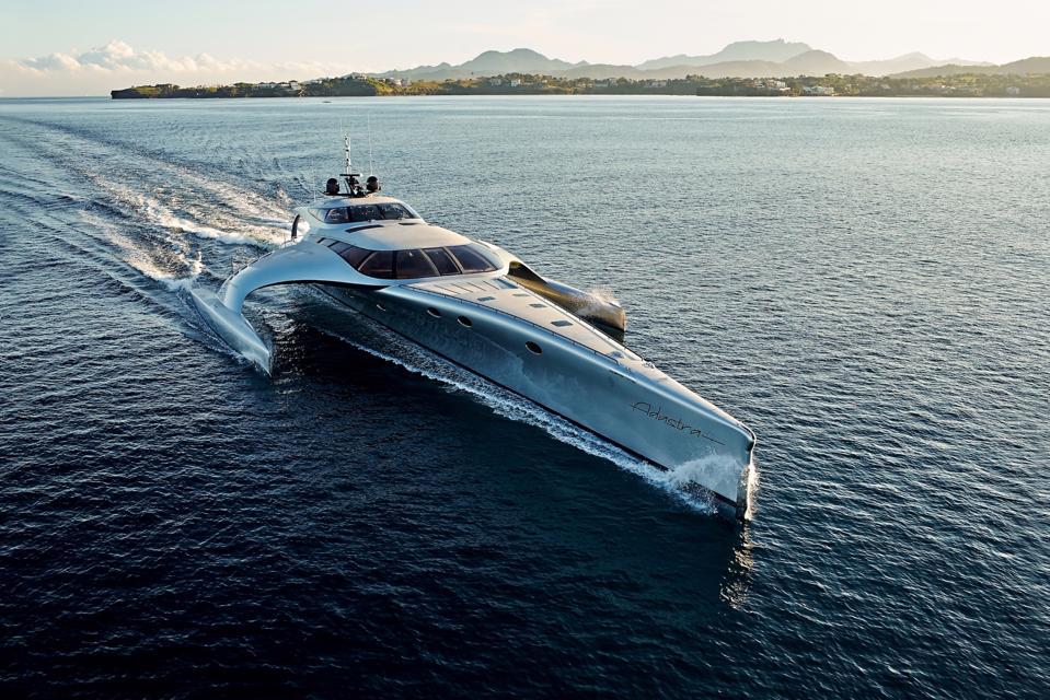 Le trimaran ADASTRA | Ce yacht Explorer unique pourrait être le vôtre pour 12 millions de dollars