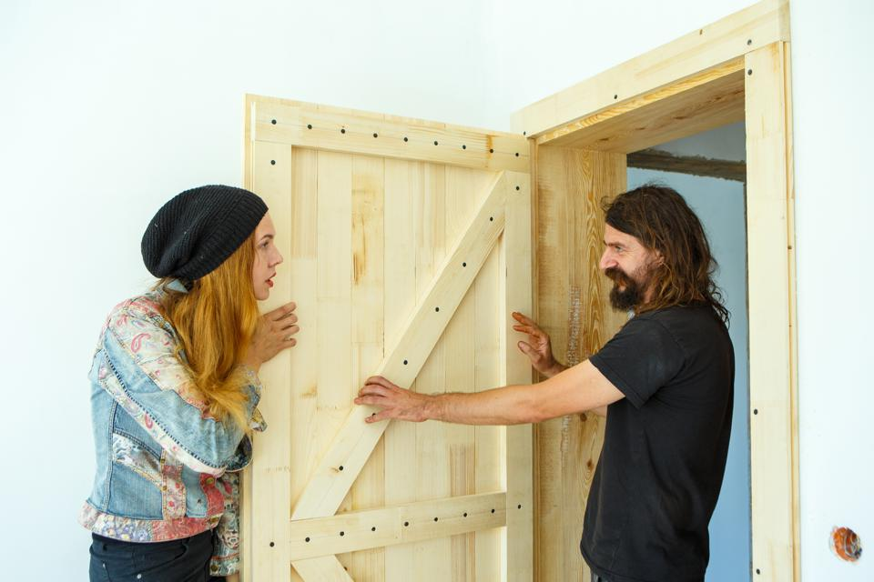 Musicians Viktor and Iryna Yantso build house by themselves