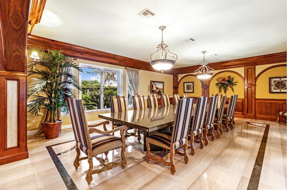 Shaquille O'Neal, Shaq, dining room, Windermere, Florida, Compass, Orlando, Isleworth Golf