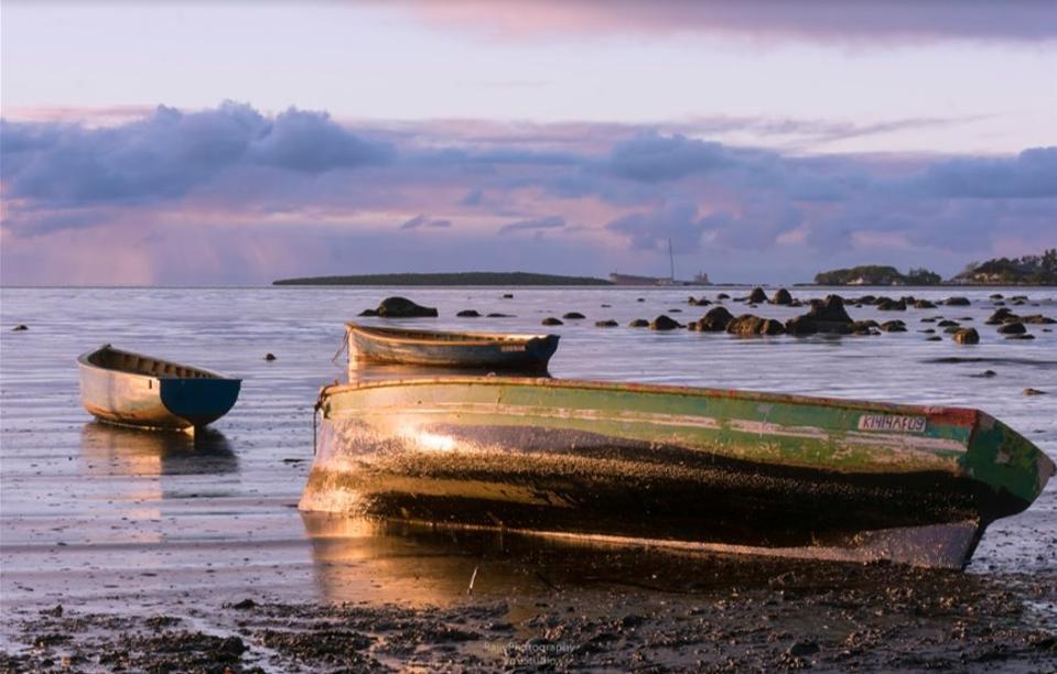 Oil impacted fishing vessels along Mauritius SouthEast Coast