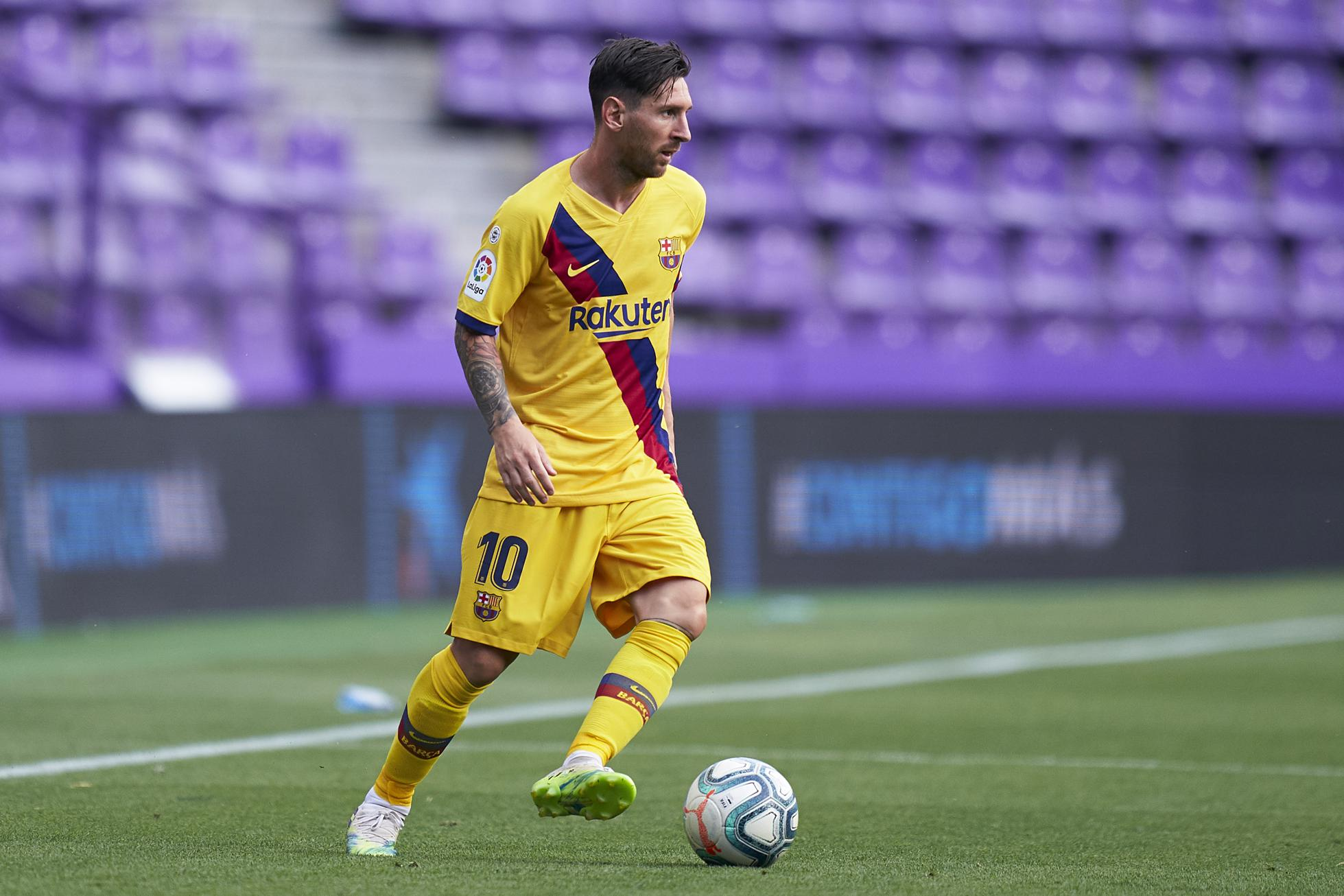 Lionel Messi commands the ball.