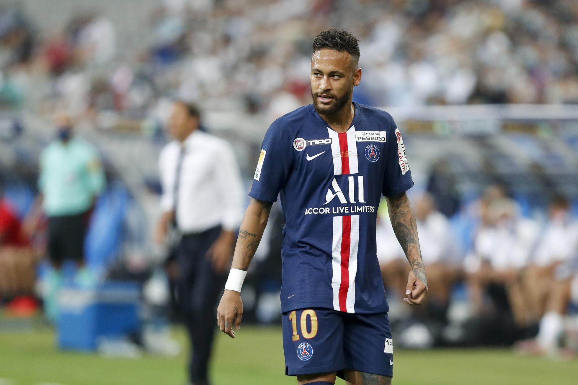 Neymar staring down the pitch.