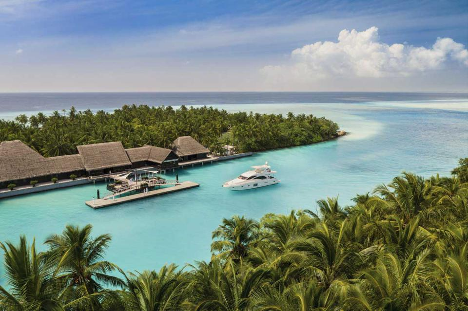One&Only Reethi Rah arrival pontoon