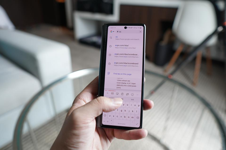 One-handed typing on the outside screen is much better on the Fold 2.