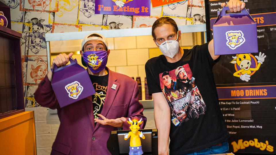 Kevin Smith and Jason Mewes at Mooby's pop up restaurant in Los Angeles