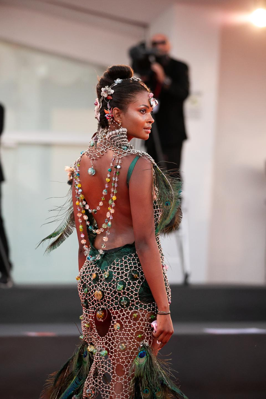 Muriel Balensi's Sculptured Dress of Murano Pearls