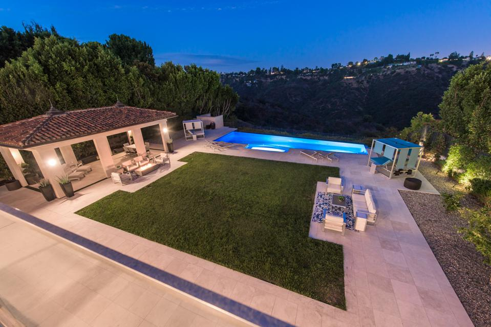 Bel-Air, Kathy Griffin, comedian, contemporary Mediterranean, design, Grammy, Emmy, mansion, luxury real estate