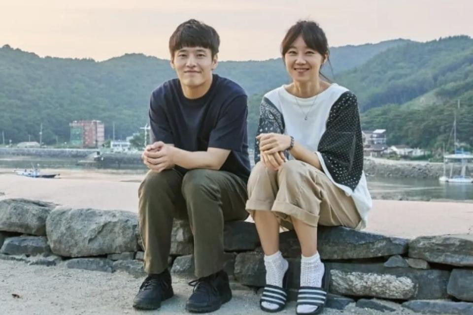 Kang Ha-neul and Gong Hyo-jin both won awards for their performance in 'When The Camellia Blooms.'