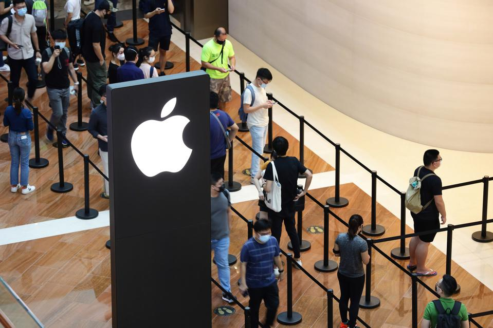 Apple Opens Third Store In Singapore