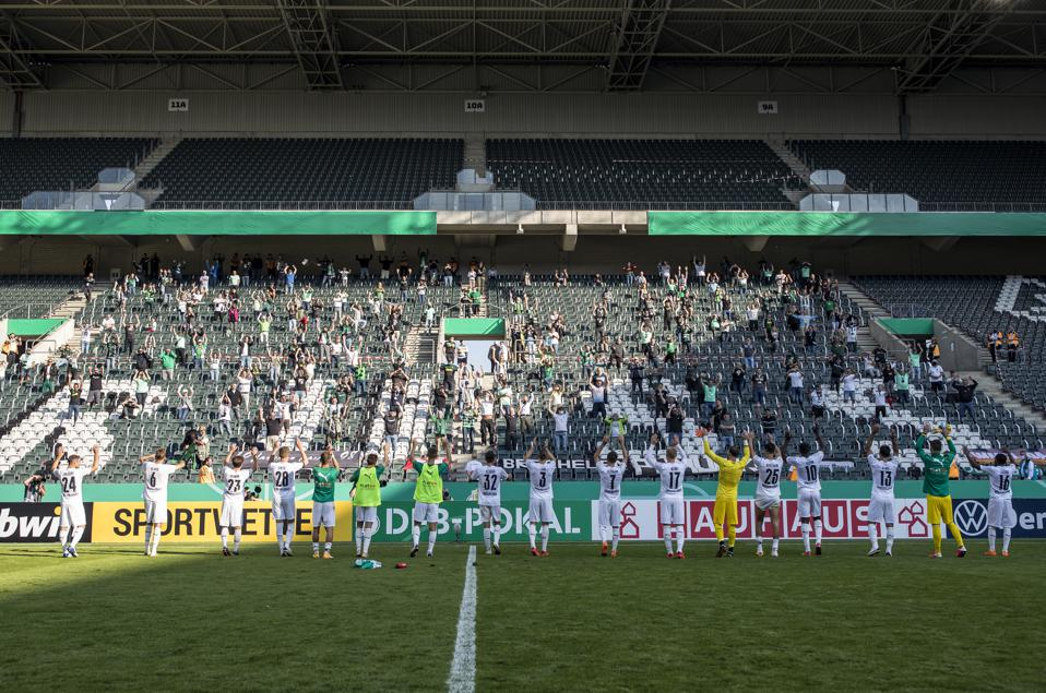 FC Oberneuland v Borussia Mönchengladbach - DFB Cup: First Round