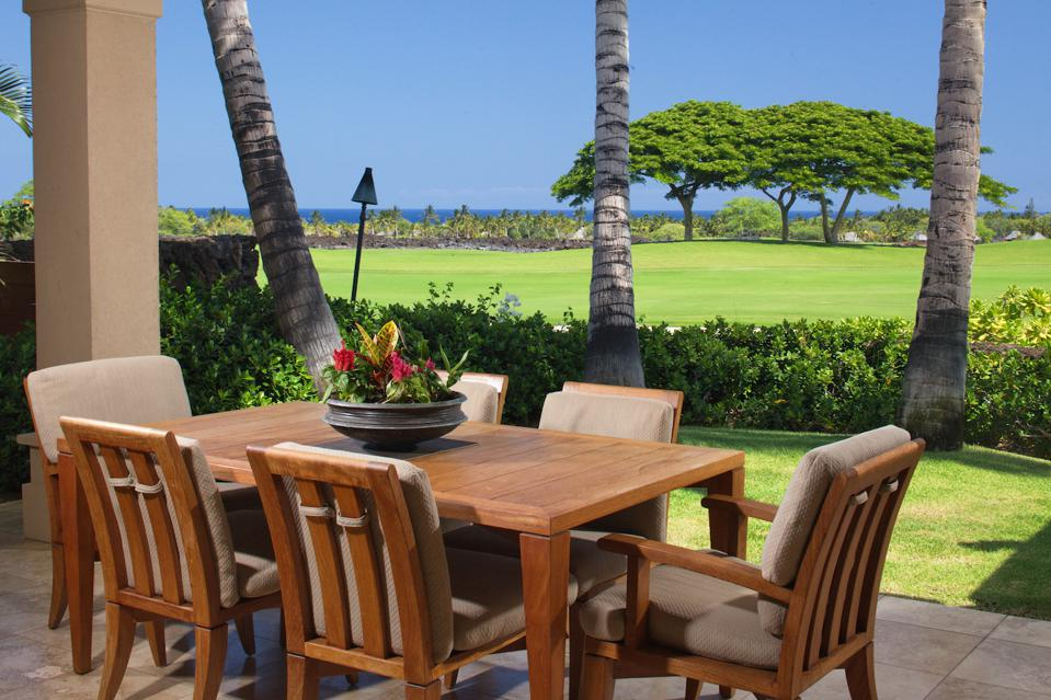 Located at Hualālai Resort, this furnished three bedroom home is ideal for entertaining. It offers spectacular views of the 9th fairway of the Hualālai golf course and the Pacific Ocean.
