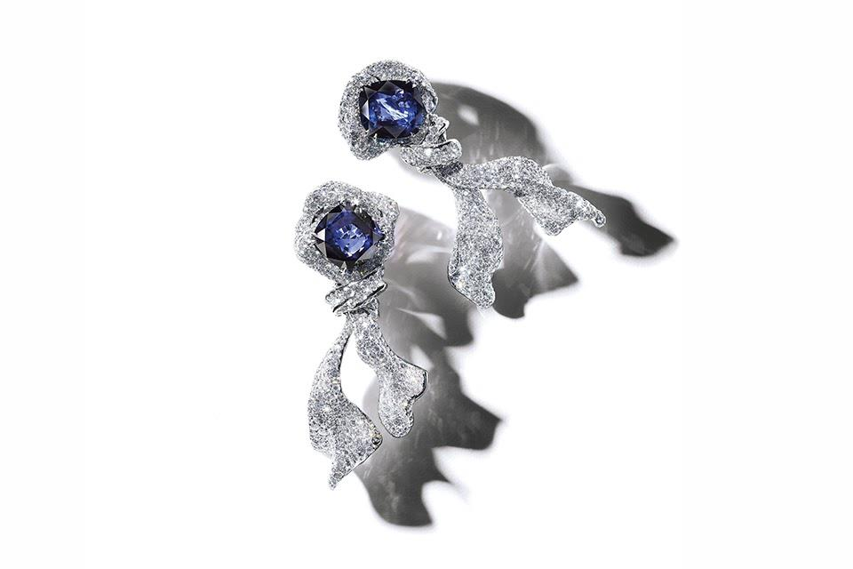 Cindy Chao Sapphire Ribbon earrings in titanium with 25.83 carats blue sapphire and 19.03 carats diamond, price on request, cindychao.com
